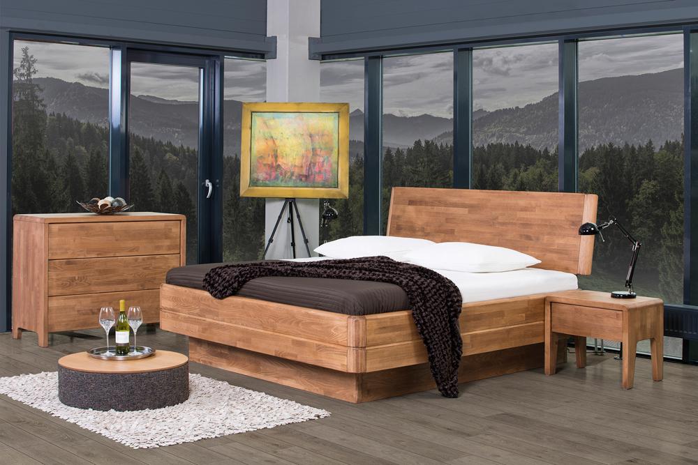 Sestava nábytku do ložnici s decentní 3D tapetou