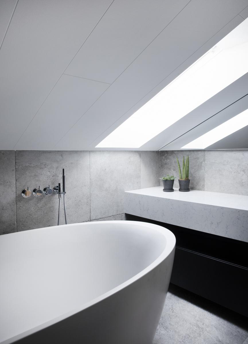 Moderní šedá koupelna