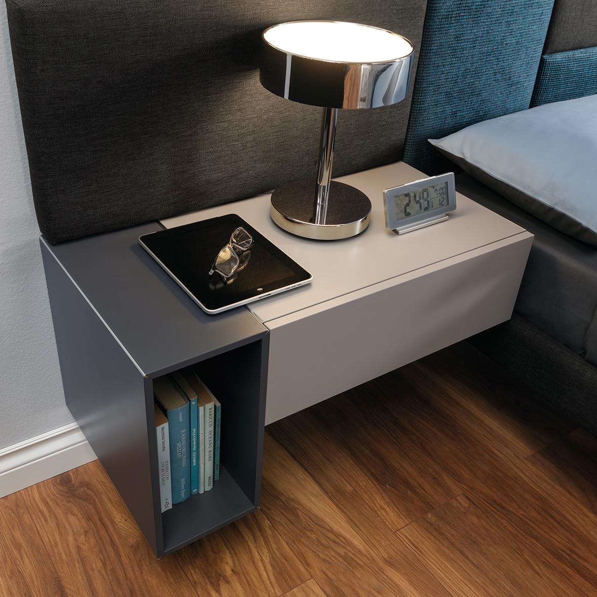 Decentní ložnice - noční stolek