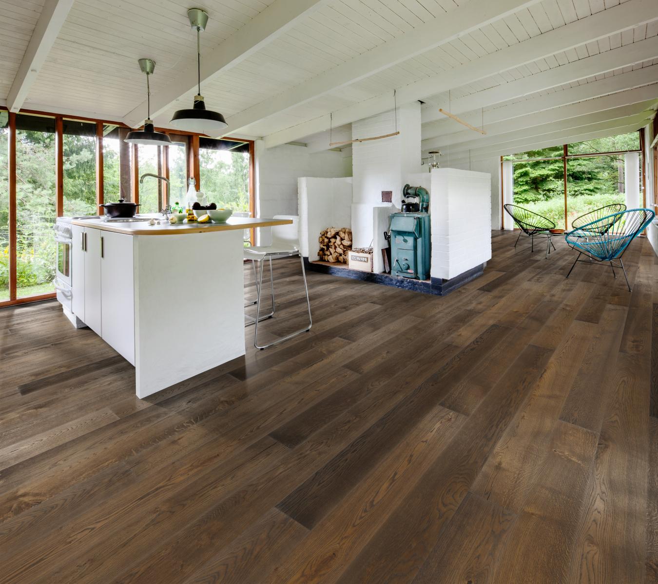 Tmavá podlaha do moderního interiéru