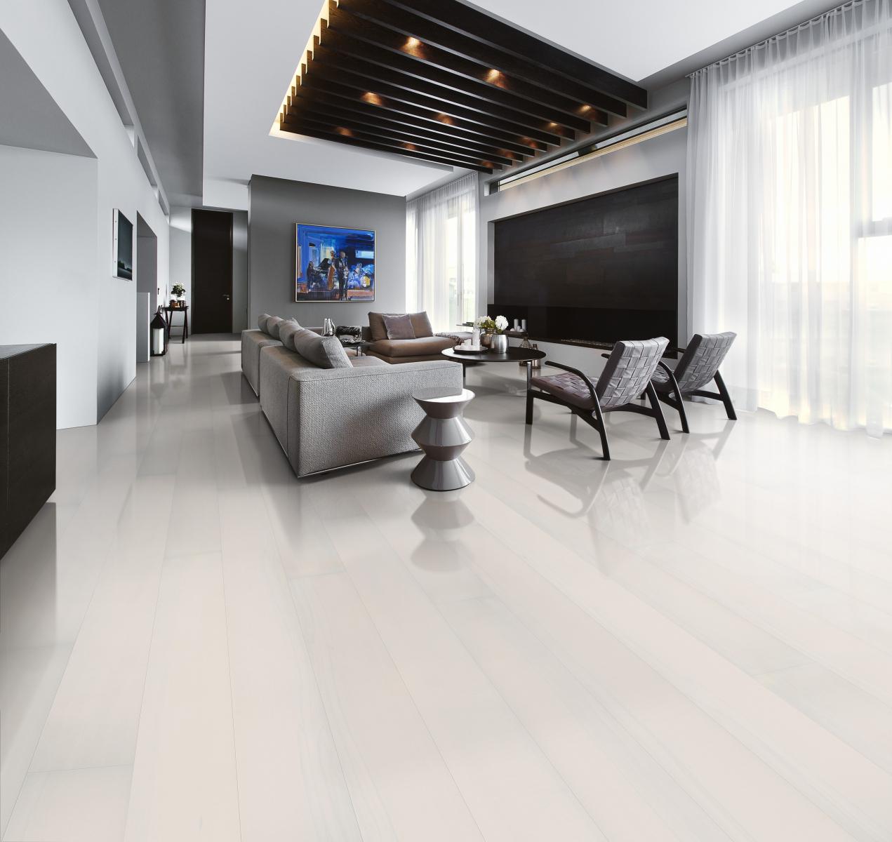 Podlaha v bílé barvě