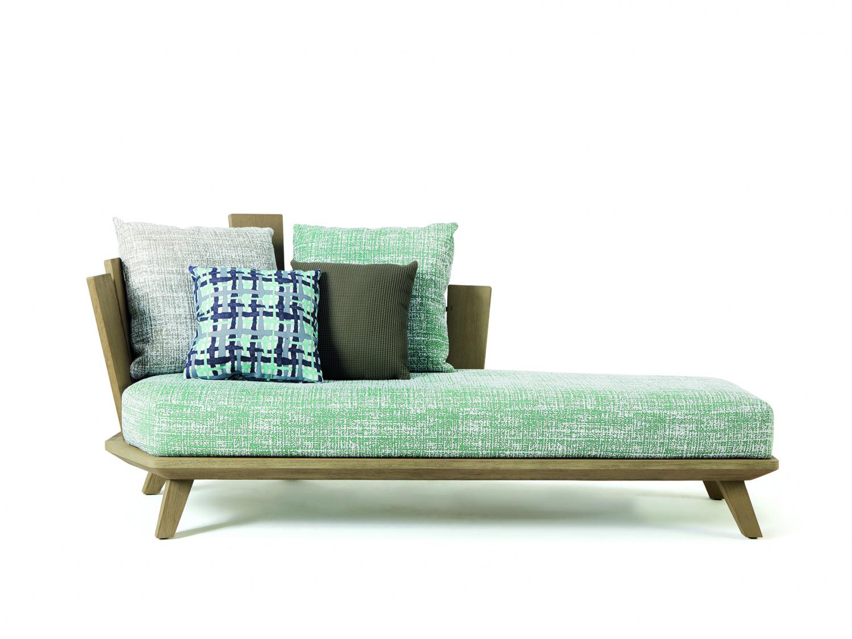 Sofa s dřevěným dekorem