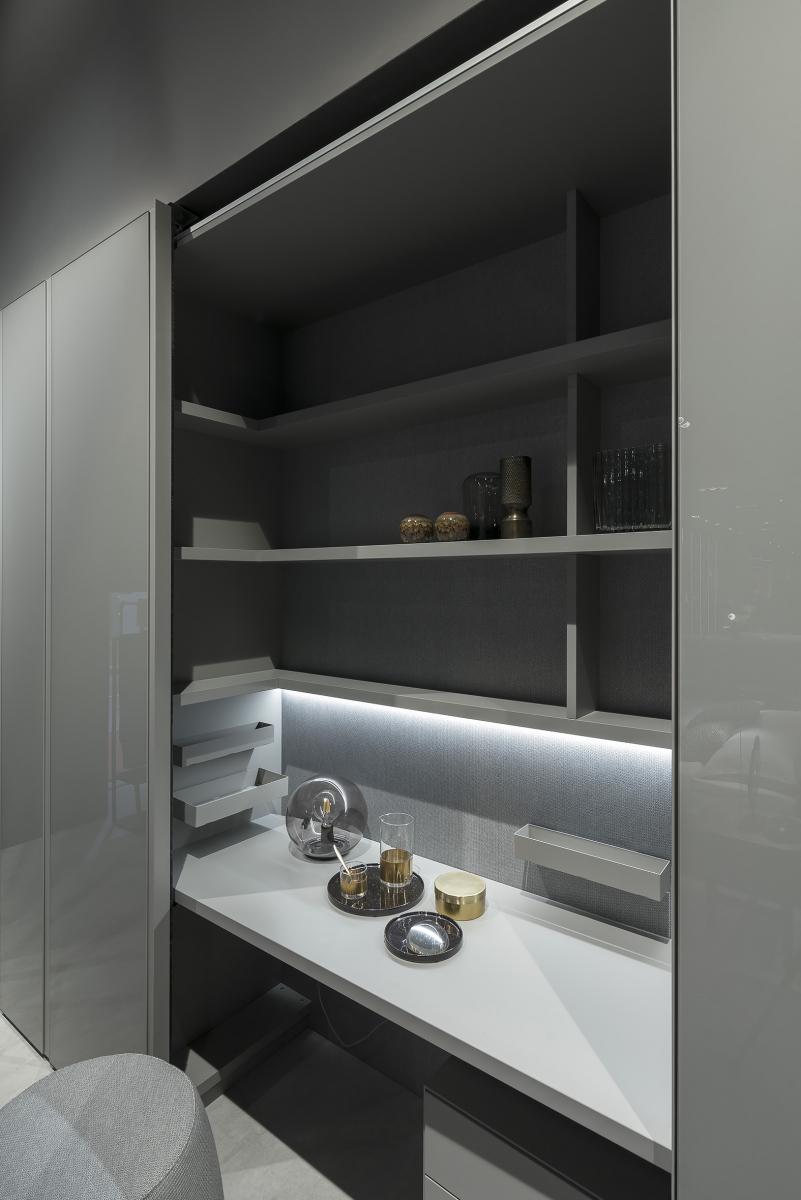 Luxusní šatní skříň