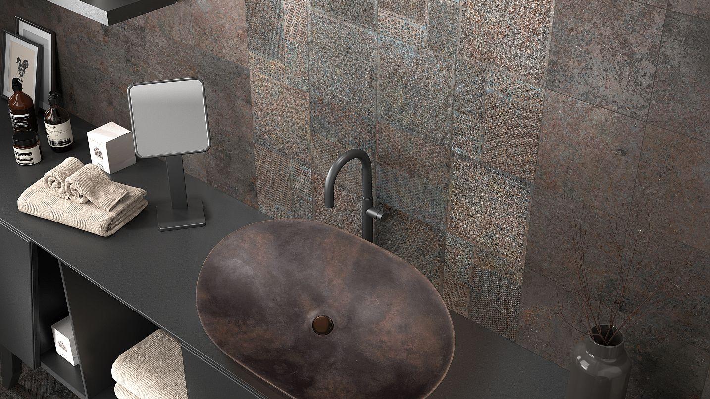 Koupelna s obklady v podobě metalického efektu