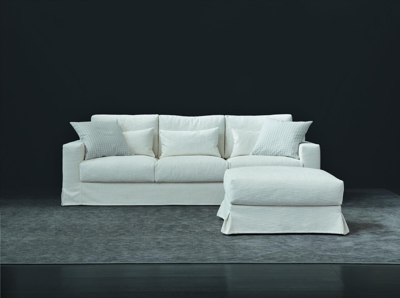 Pohovka v bílé barvě