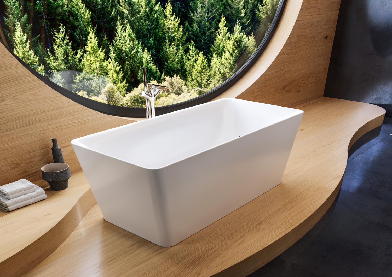 Designová koupelna s volně stojící vanou