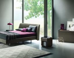 Stylová ložnice s čalouněnou posteli