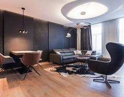 Luxusní byt doplněný černou barvou