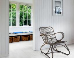 Dřevěná bílá podlaha
