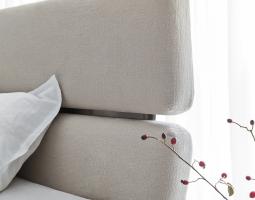 Kožená postel