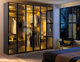 Prosklená vestavěná skříň