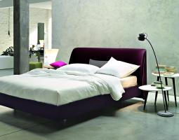 Fialová postel