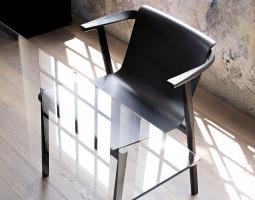 Jednoduchá plastová židle