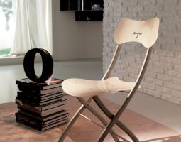 Plastové židle do interiéru