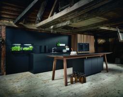 Nadčasová černá kuchyně