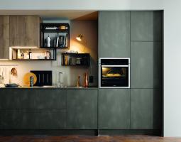Moderní kuchyně v zemitých barvách