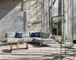 Moderní prosvětlený obývací pokoj