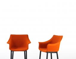 Oranžové křeslo