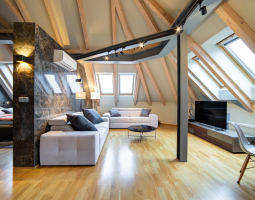 Podkrovní apartmán s decentními barvami