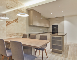 Nadčsový moderní byt s luxusním nádechem