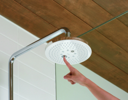 Nerezová sprchová hlavice na ovládání